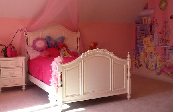 A five year old girl's bedroom.